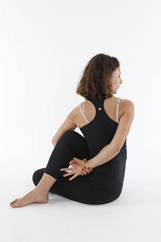 320px-Ardha_Matyendrasana_-_Half_Lord_of_the_Fishes_Pose_-_Bound_Arm_Variation